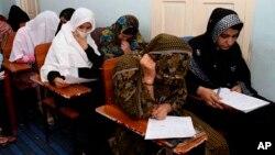 بلند رفتن سطح آگاهی خانواده ها و ایجاد فضای مصوون تحصیلی از دلایل عمدۀ افزایش محصلان دختر عنوان شده است
