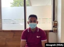 Mouhammad Noor, pengungsi Rohingya yang sudah mengadu nasib ke Bangladesh, Malaysia dan kini ke Indonesia, untuk mendapatkan suaka di negara ketiga. (Courtesy: VOA/Anugrah Andriansyah)