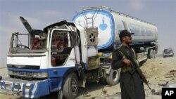 Милитанти запалиле дваесетина танкери на НАТО во Пакистан