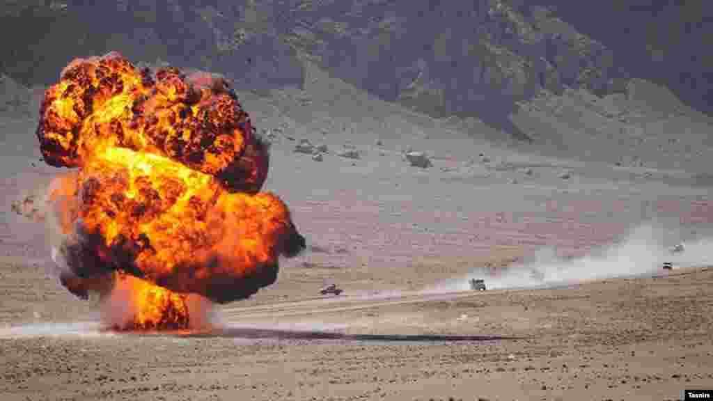 رزمایش الی بیت المقدس ۲۹ در کویر مرنجاب برگزار شد. این کویر در شمال شهرستان آران و بیدگل در استان اصفهان قرار دارد. عکس: علی خدایی، تسنیم