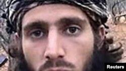 ທ້າວ Omar Shafik Hammami, ສັນຊາດອາເມຣິກັນ ແລະເປັນປະຊາຊົນທີ່ເຄີຍອາໄສຢູ່ລັດ Alabama ຖືກສັງຫານໃນຕອນເຊົ້າໆ ຂອງວັນພະຫັດມື້ນີ້ ເມື່ອພວກຫົວຮຸນແຮງ ໂຈມຕີບ່ອນລີ້ຊ່ອນ.