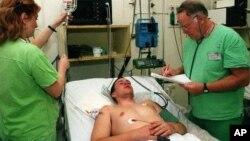 Salah seorang pasien di AS yang dirawat akibat wabah meningitis (foto: dok).