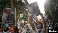 Una marcha y vigilia por los fallecidos en la explosión del puerto de Beirut tomó las calles el martes 11 de agosto de 2020, cuando los manifestantes también protestaron contra el gobierno libanés.