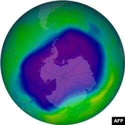 Ozon tabakasında Güney Kutbu üzerinde açılan delik 1980'lerin başından beri gözleniyor