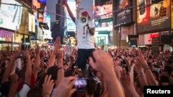 Biểu tình tại Quảng trường Times, 14/7/13 sau phán quyết tha bổng Zimmerman