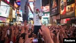 عدالتی فیصلے کے خلاف نیویارک میں ہونے والے ایک مظاہرے کا منظر