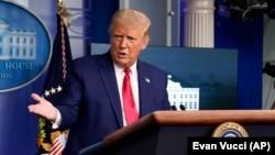 លោកប្រធានាធិបតីអាមេរិក ដូណាល់ ត្រាំ (Donald Trump) ថ្លែងនៅក្នុងសន្និសីទសារព័ត៌មានស្តីអំពីស្ថានភាពវិបត្តិជំងឺកូវីដ ១៩ នៅសេតវិមាន រដ្ឋធានីវ៉ាស៊ីនតោន ថ្ងៃទី១៦ ខែកញ្ញា ឆ្នាំ២០២០។