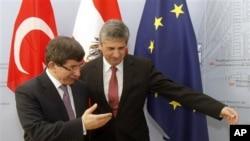 Davutoğlu dün Viyana'da Avusturya Dışişleri Bakanı Michael Spindelegger ile
