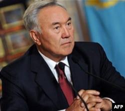 Nazarboyev prezident saylovlarini ertaroq o'tkazmoqchi