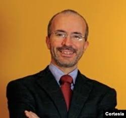 César Martínez, analista y asesor político.