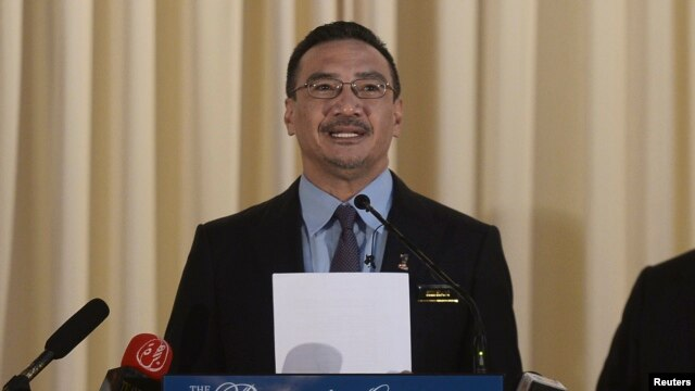 Malaysia's Defense Minister and acting Transport Minister Hishammuddin Hussein speaks at a news conference in Kuala Lumpur, Apr. 23, 2014.