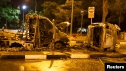 12月9日,新加坡一個小印度社區發生騷亂﹐一部汽車被推翻後焚燒。