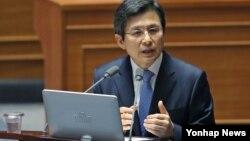 황교안 한국 국무총리가 19일 열린 국회 본회의에서 여야 의원의 사드배치 관련 현안 질문에 답하고 있다.