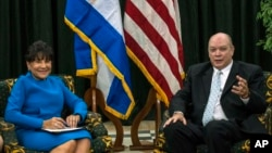 U.S. Commerce Secretary Penny Pritzker (L) and Cuban Minister for Foreign Trade Rodrigo Malmierca sit for a photo opportunity, in Havana, Cuba, Oct. 7, 2015.