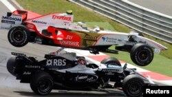 F1 Grand Prix yarışlarına ev sahibliyi etmək üçün Azərbaycan milyonlarla dollar xərcləyib.
