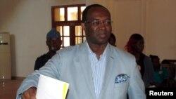 Un des candidats à la présidentielle, Anicet Dologuele vote lors de l'élection présidentielle à Bangui, capitale de la Centrafrique, 30 décembre 2015.