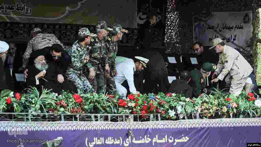 مقامات ایرانی که در جایگاه ویژه حضور داشتند، در جریان حمله تلاش کردند از ساحه فرار کنند