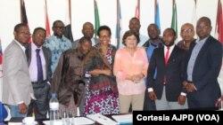 Ana Gomes e activistas angolanos em Luanda