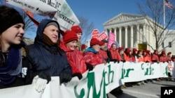 支持墮胎人士早前到美國最高法院集會紀念1973年將墮胎合法化