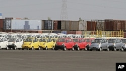 Rows of Tata's ultra-cheap Nano cars sit at a Tata Motors manufacturing plant in Sanand, Gujarat state, India, June 1, 2010 (file photo).