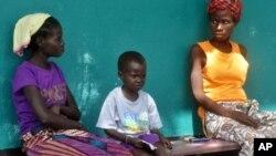 په لایبیریا کې د ایبولا د خپریدو د مخنیوي د تدابیرو په ترڅ کې ښوونځي تړل شوي دي.