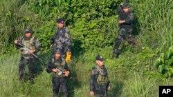 Cảnh sát Philippines truy quét tội phạm giết hại thụ trưởng thành phố Tanauan, tỉnh Batangas miền Nam Philippines hôm 5/7. Cảnh sát nước này tăng cường cuộc chiến chống tội phạm và ma túy sau khi Tổng thống Philippines tuyên bố tiếp tục chiến dịch này.