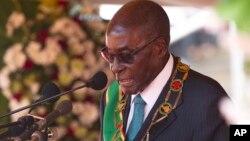 Mutungamiri wenyika VaRobert Mugabe vakadoma Amai Mahofa segurukota reMasvingo muna 2015.