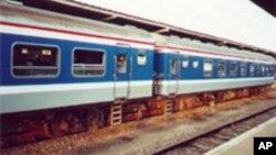 Un train dans une gare en Côte d'Ivoire.