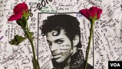 ນັກຮ້ອງ ນັກດົນຕີ Prince ທີ່ມີຊື່ສຽງຂອງສະຫະລັດ ໄດ້ເສຍ ຊີວິດໃນວັນພະຫັດທີ່ຜ່ານມາ ອາຍຸ 57 ປີ.