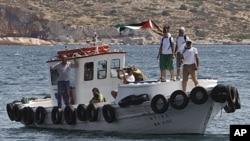 支持巴勒斯坦的活动人士船只在一度逃过监视之后仍然被希腊海岸警卫队拦截