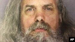 Foto proporcionada por la policía de Lee Kaplan, acusado de vivir con 12 menores y adolescentes.