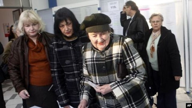 Voters wait for their ballots at a polling station in Zagreb, Croatia, December 4, 2011.