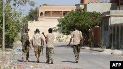 Des soldats du gouvernement d'union nationale libyen (GNA) lors d'une opération contre l'Etat Islamique (EI) à Syrte, en Libye, le 3 aout 2016.