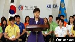 박근혜 한국 대통령이 31일 청와대 영빈관에서 열린 '2013 WFK(월드 프렌즈 코리아) 해외 봉사단 발대식'에서 인사말을 하고 있다.