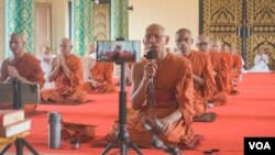 FILE: Monks at Wat Kol Tor Teng at Phnom Penh's outskirts take part in a national blessing ceremony to bless all Cambodian amid coronavirus pandemic, in Phnom Penh, Cambodia, Monday, March 13, 2020. (Khan Sokummono/VOA Khmer)