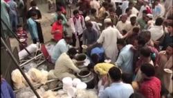 آزادی مارچ کے شرکا کا لاہور میں روایتی ناشتہ