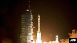 Старт китайского беспилотного космического корабля с космодрома в провинции Ганьсу. 29 сентября 2011 г.