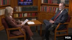 资料图:美国国务院负责非洲事务的助理国务卿蒂伯·纳吉接受美国之音特约记者萨斯特伦采访