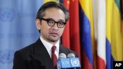 Ngoại trưởng Indonesia Marty Natalegawa đi thăm Việt Nam và Kampuchea và nói chuyện với một số nước thành viên ASEAN khác