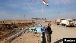 一名庫爾德地區警衛隊員正在作保安巡邏。(2014年12月1日資料照)
