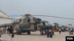 解放軍陸航四團向記者展示武器裝備。(資料照片)