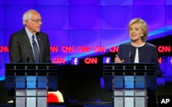 Vermont Senatörü Bernie Sanders ve eski Dışişleri Bakanı Hillary Clinton
