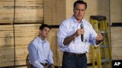 Mitt Romney en Wisconsin junto al presidente de la subcomisión de presupuesto de la Cámara, el representante Paul Ryan.