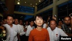 Nhà lãnh đạo dân chủ Aung San Suu Kyi đi thăm Thái Lan