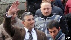 Geçen yıl 375 gün tutuklu kaldıktan sonra serbest bırakılan gazeteci Nedim Şener
