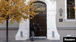 라트비아 수도 리가의 ABLV 은행 입구.