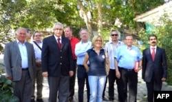 Soldan sağa: Alacahöyük Belediye Başkanı Rıza Bek, Şili Büyükelçisi Luis Palma, Meksika Büyükelçisi Jaime Garcia Amaral, Çorum valisi Nurullah Çakır, Venezüella Bolivar Büyükelçisi Raúl José Betancourt Seeland, Dışişleri Bakanlığı LAKK koordinatörü Büyük