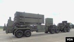 中山科學研究源自行研制的愛國者三型導彈發射系統 (美國之音趙婉成)