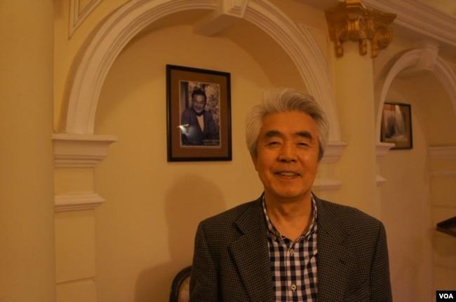 共同社前《中國觀察》雜誌總編輯坂井臣之助(美國之音歌籃拍攝)