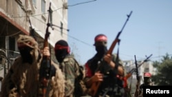 2일 팔레스타인측 무장 군인들이 가자지구에서 군사행진을 하고 있다.